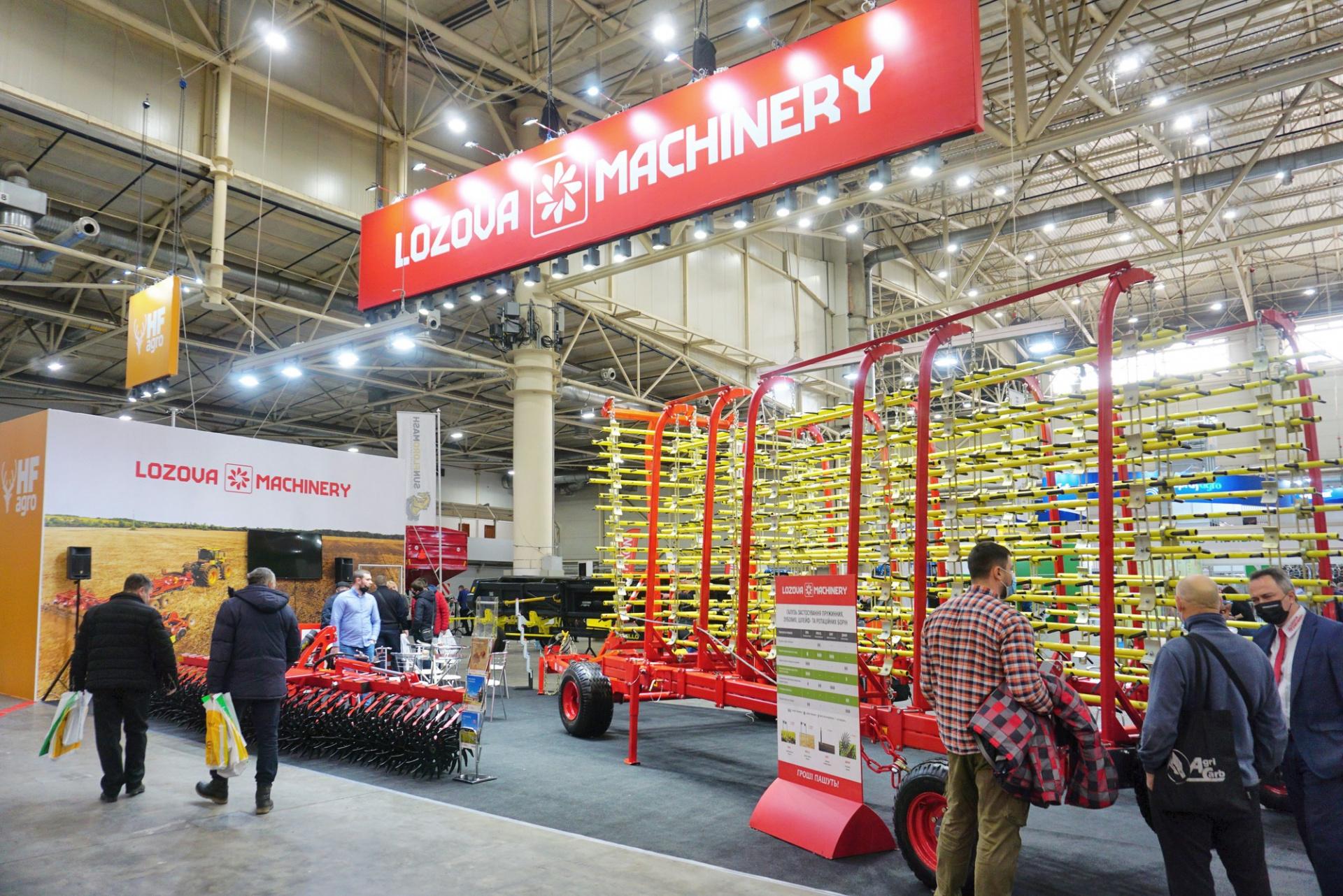 Lozova Machinery на Зерновых технологиях 2021_стенд01.JPG